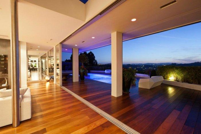 A beautiful view from Beverly Hills over Los Angeles - A Home in Beverly Hills - Stunning One Story House