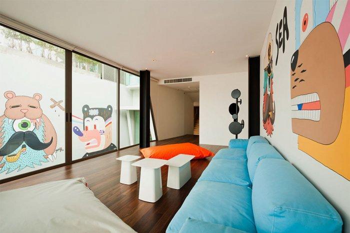 Cheerful living room interior design - Minimalist House Design in Thailand