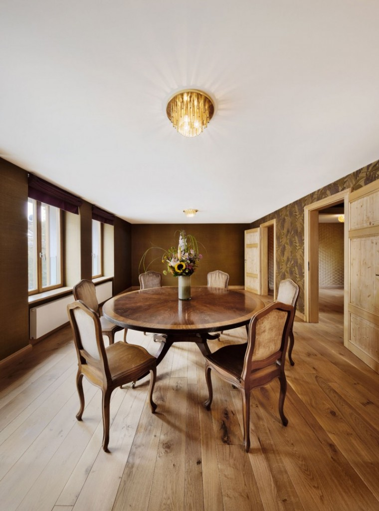Classical dinner table and chairs - The Contemporary Design of a Three Story Building
