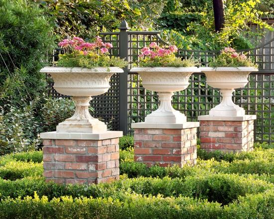 Classical Garden Decoration Ideas from a Real Estate