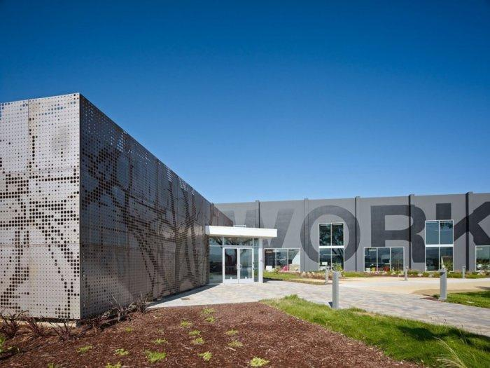 The company name engrave on the facade- Contemporary Office Architecture - One Workspace by Design Blitz