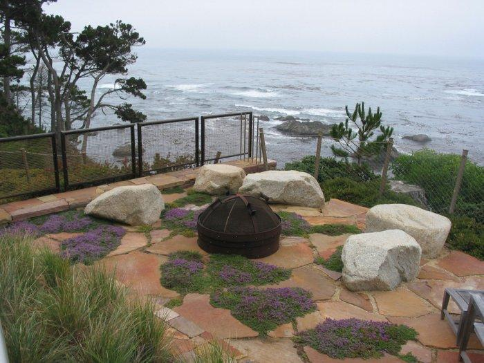 Garden landscape with a nice ocean view - Contemporary Garden and Patio Furniture Arrangement Ideas