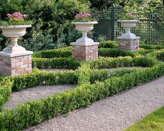 Garden plaster vases - Classical Garden Decoration Ideas from a Real Estate
