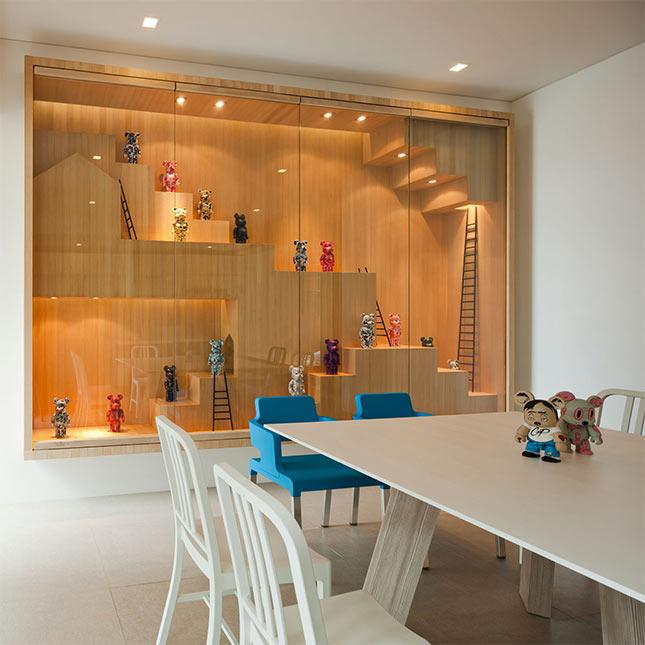 Home exhibiton show room with figurines - Minimalist House Design in Thailand