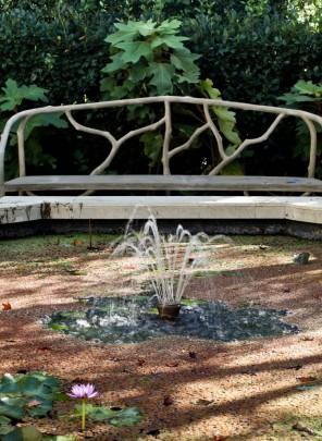 Home garden fountain - Contemporary Garden and Patio Furniture Arrangement Ideas