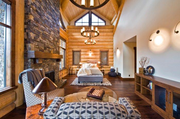 Huge master bedroom in Eclectic Luxury Weekend Getaway nested in the Canada