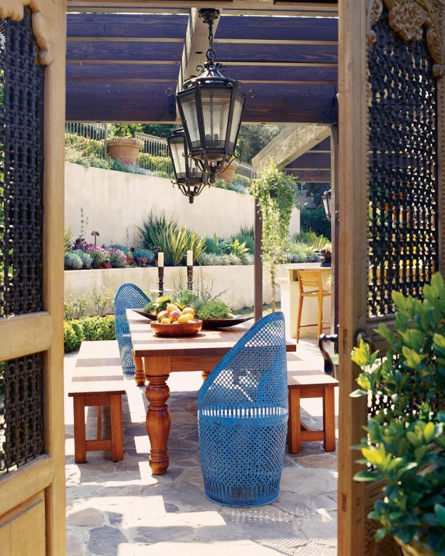 8 trendy garden ideas for eating playing and relaxing. Black Bedroom Furniture Sets. Home Design Ideas
