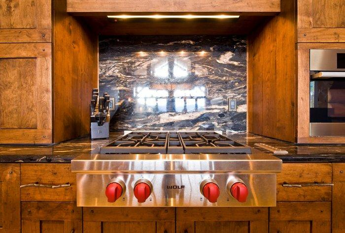 Luxury Wolf stove and rustic cupboards - Eclectic Luxury Weekend Getaway nested in the Canada