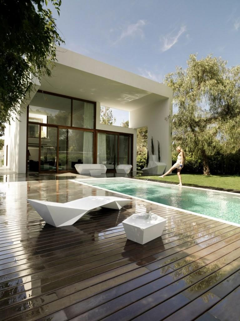 Luxury front yard wooden deck and swimming pool by Ramon Esteve Studio
