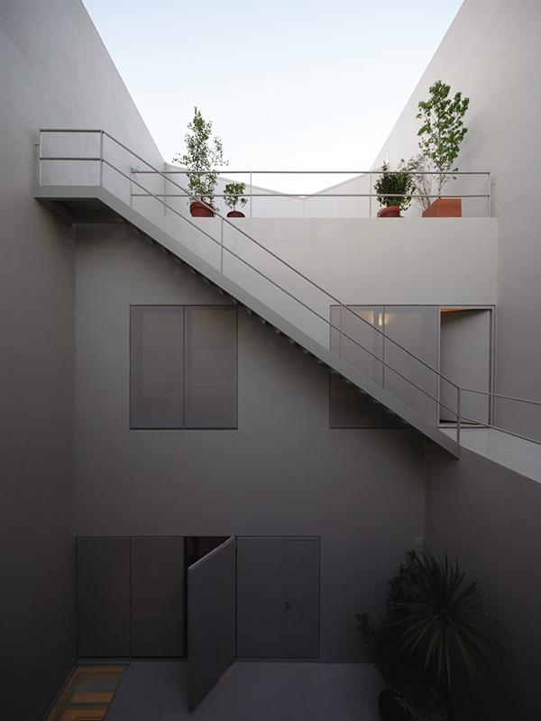 The minimalist architecture of a small house in Buenos Aires