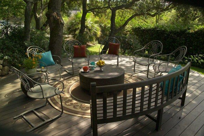Patio furniture on a contemporary wooden deck - Garden Arrangement Ideas