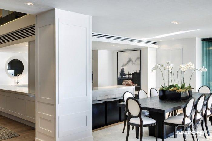 Black and white dining room interior design - Impressive Minimalist Beachfront Apartment by ANTONI ASSOCIATES