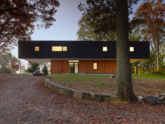 The contemporary architecture of a weekend home in the forest by Chan-Li Lin