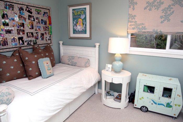 Girl's bedroom cozy interior design ideas - Modern and Cozy Family Home in Portland, Oregon