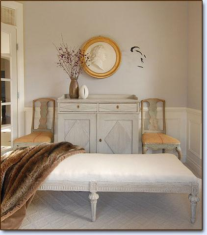 Gustavian furniture design with curved legs - Ideas and Examples
