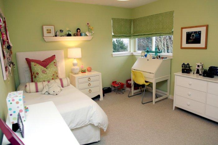 Kids room with fresh colors in the interior - Modern and Cozy Family Home in Portland, Oregon