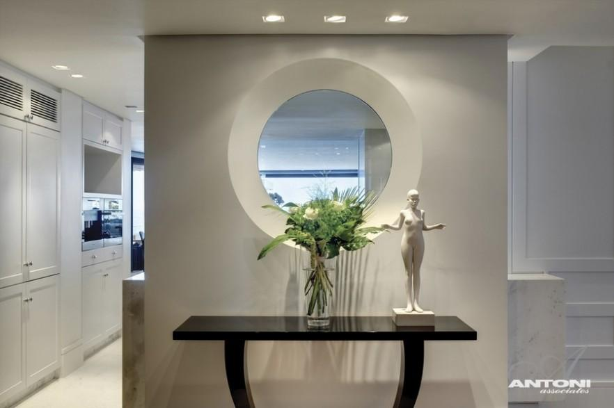 Impressive Minimalist Beachfront Apartment by ANTONI ASSOCIATES