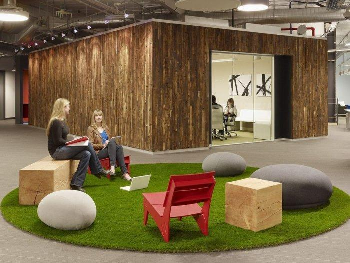 Office meeting area in the middle of the place - Skype HQ's Modern Office in California - by Design Blitz