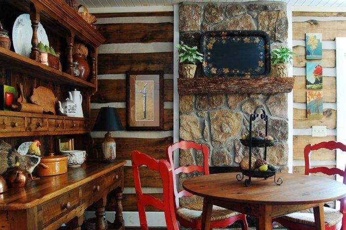 The rustic interior design of a mountain log cabin in for Small cabin interiors photos