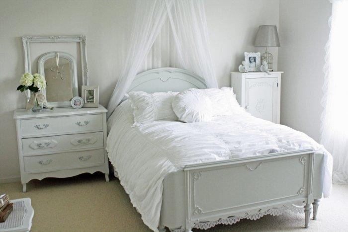 White and cozy Gustavian bedroom interior - Ideas and Examples