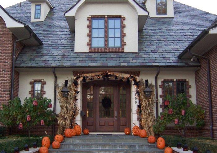 Halloween house - with jack-o'lanterns