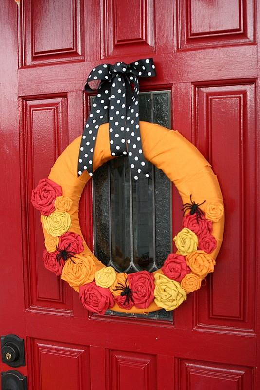 Halloween wreath in orange and red - 36 Ideas for Your Home