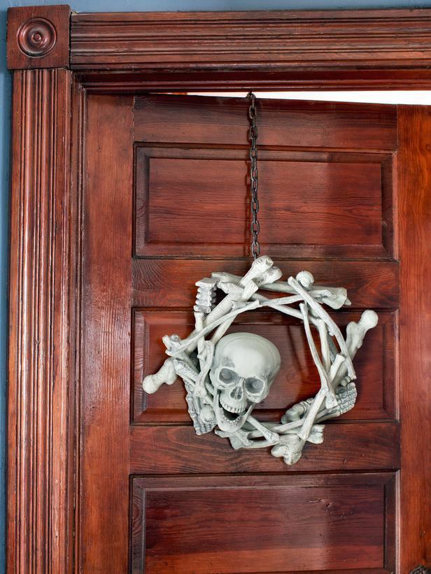 Skeleton Halloween wreath - made of bones and a skull