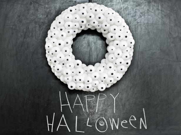 White Halloween wreath - made of ping-pong balls