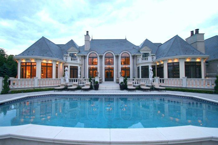 Amazing luxury French style mansion with pool in front - Château Architecture - 14 Amazing Houses