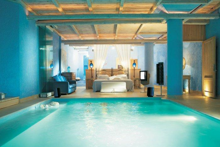 Amazing luxury bedroom with inner pool - The Paradise Seaside Mediterranean Villa in Mykonos, Greece