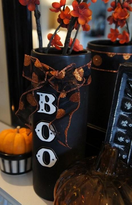 Black vase with orange ribbon, attached letters and autumn flowers - 36 Ideas for Your Home