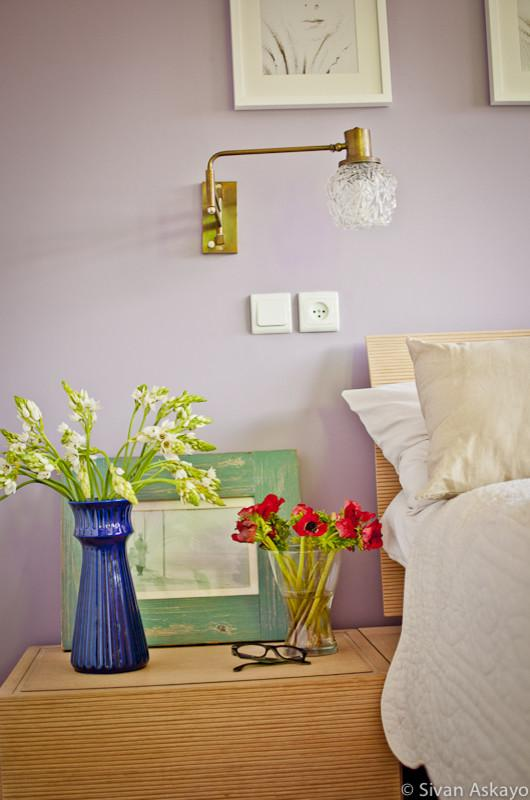 Colorful bedside table decoration - Unique Eclectic Home Interior