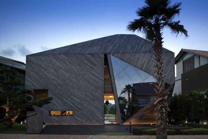 The Contemporary Diamond House Architecture in Sentosa