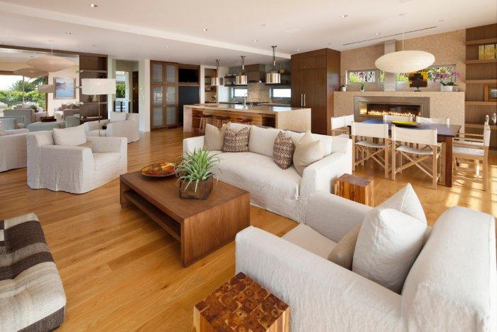 Contemporary living room in white and wood tones - High-End Ecofriendly Luxury House in Montecito, California