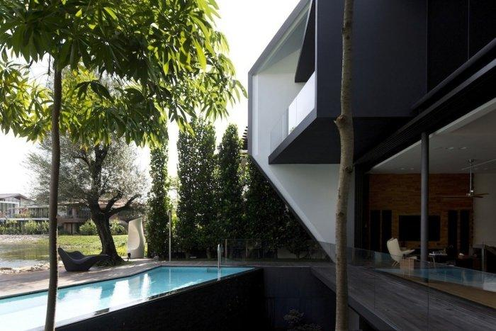 Luxury house with amazing swimming pool - The Contemporary Diamond House by Formwerkz Architects