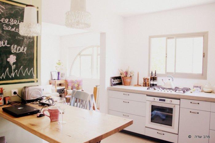 Cozy kitchen design in warm colors - Unique Eclectic Home Interior