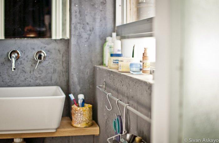 Deep white bathroom sink - Unique Eclectic Home Interior
