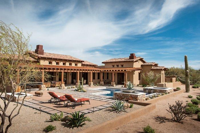 Desert house courtyard with swimming pool in a House in Arizona