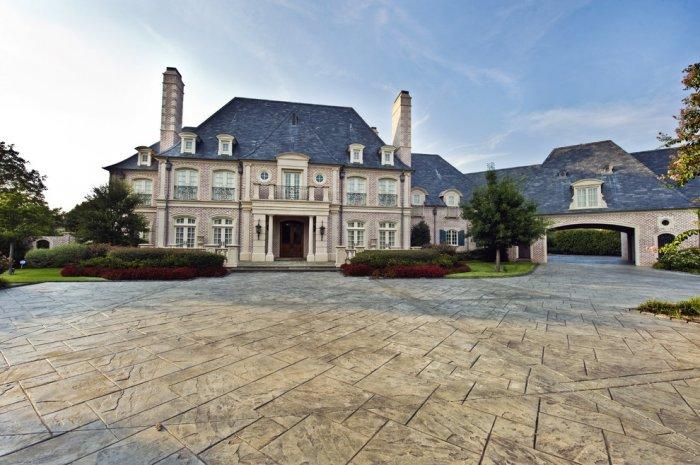 Elegant mansion with stone cladding and lovely facade - French Style Château Architecture - 14 Amazing Houses