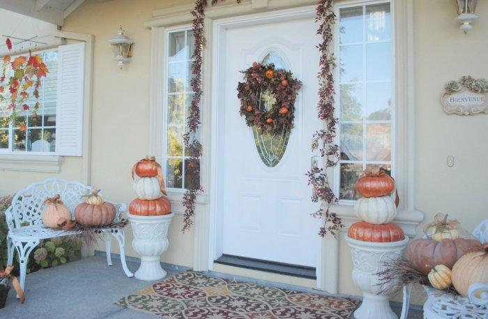 Elegant and stylish front porch with a Halloween touch - 36 Ideas for Your Home