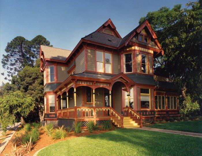 6 styles of victorian house architecture with examples for Victorian themed house