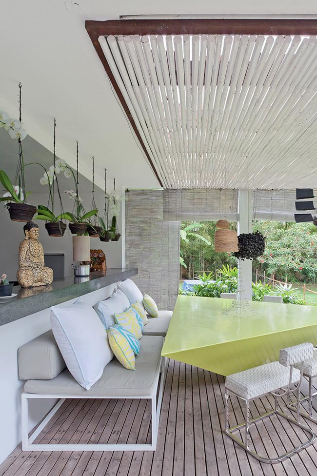 Hanging pots used for patio decoration - 8 Interesting Decoration Ideas