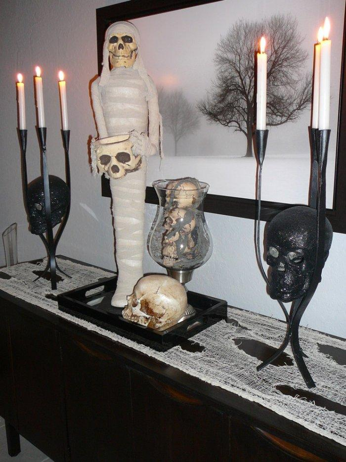 Haunted house decoration items – mummy, skull and candles - 36 Ideas for Your Home