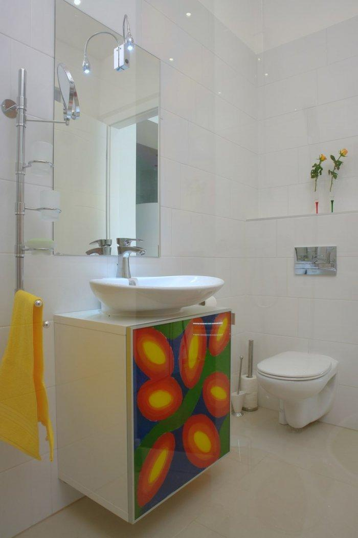 Joyful bathroom interior design of a Family Apartment in Budapest
