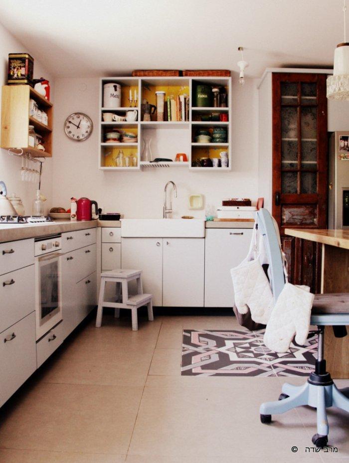Kitchen with ceramic tiles flooring - Unique Eclectic Home Interior