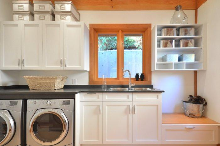 The laundry is in timber tones and has modern equipment - The Dream Coastal House With Heavenly Ocean Views