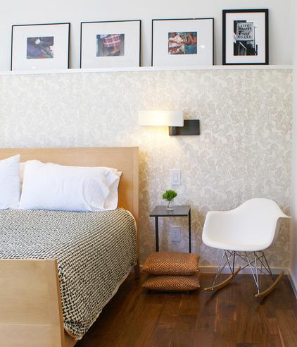 Leaned picture at the wall above the bed - 8 Ideas for a Cozy Home