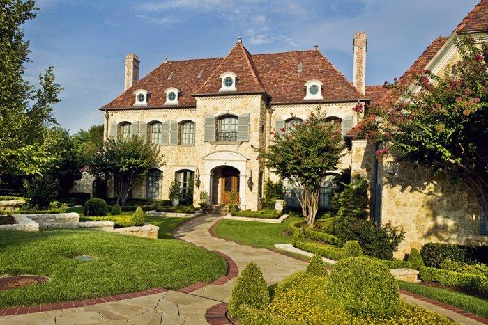 The modern design of a classic French style château Architecture - 14 Amazing Houses