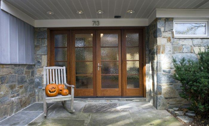 Old wooden rocking chair with pumpkins- 36 Ideas for Your Home