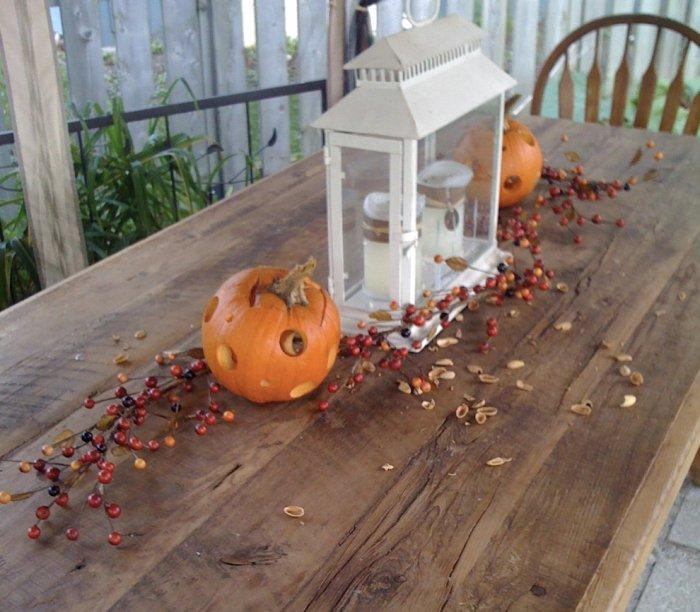 Outdoor table Halloween decorations with hollowed pumpkins - 36 Ideas for Your Home
